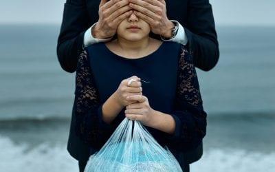 Ue: stop alla plastica monouso, anche se biodegradabile. L'Italia primo produttore ma contribuisce a ripulire le acque
