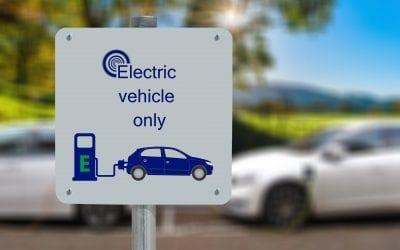 Auto elettrica, l'Italia triplica. Dal 2035 si immatricolerà solo l'elettrico